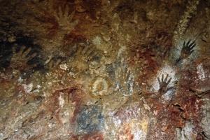 Stencil di 2500 anni fa nella Cueva de las Manos, Argentina