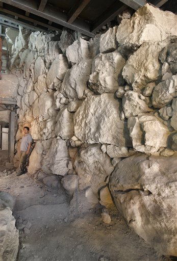 La fortificazione cananea a Gerusalemme (AP Photo/IAA)
