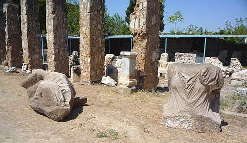 Resti della statua trovata a Hierapolis (Corriere della Sera)