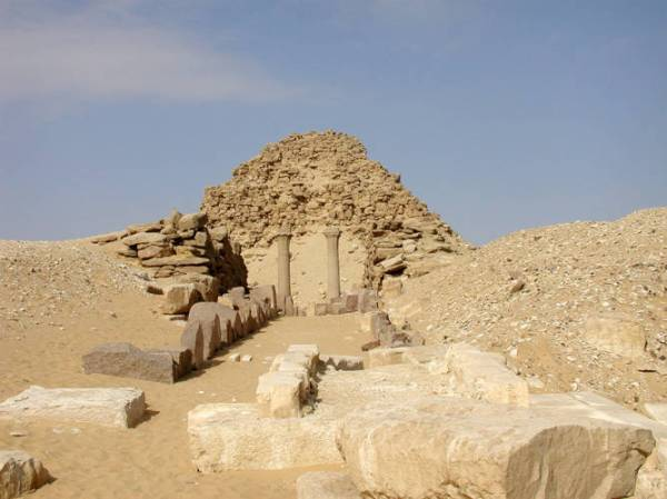 La piramide di Sahure (egyptarchive.co.uk)