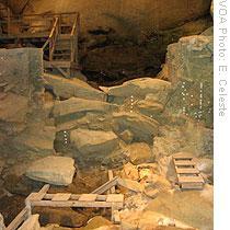 Altra immagine dell'interno (voanews.com)