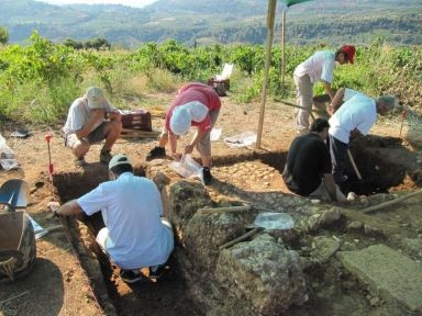 Archeologi dell'Ateneo friulano impegnati negli scavi (Università degli Studi di Udine)