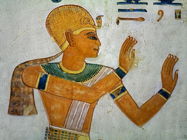 Un ritratto del faraone Ramses III proveniente dalla tomba di Khaemwaset che lo raffigura a mani alzate in segno di devozione (Sandro Vannini/Corbis)
