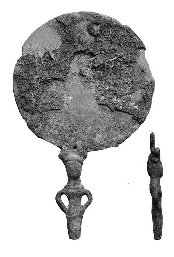 Uno specchio di bronzo (Valentina Mordvintseva)