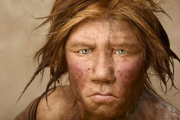 La ricostruzione di una femmina di Homo neanderthalensis. Fotografia di Joe McNally (Joe McNally)