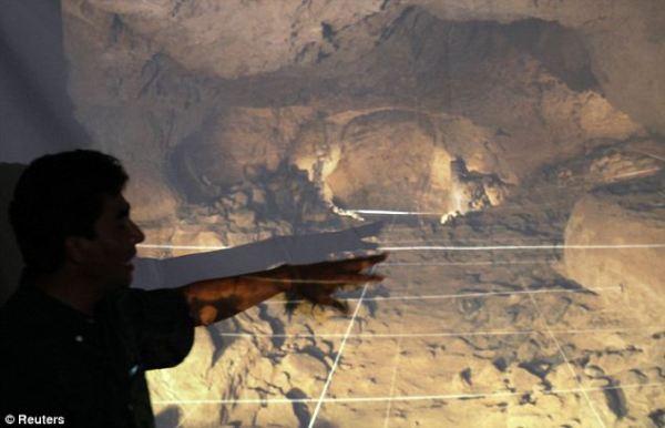 L'archeologo Sergio Gomez (Reuters)