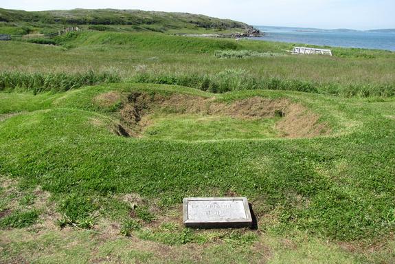 Resti di una struttura vichinga a L'Anse aux Meadows (Wikimedia)