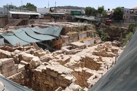 La casa è solo uno dei tanti scavi al Givati Parking Lot (Deror Avi CC Attribution Share-Alike 1.0 Generic)