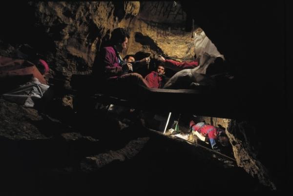 Uno scavo a Sima de los Huesos (Javier Trueba Madrid Scientific Films)