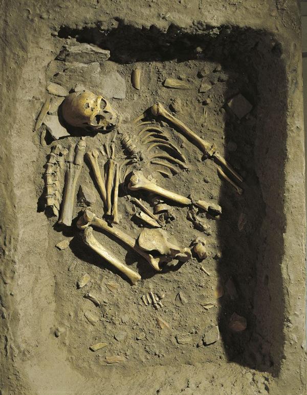 Una ricostruzione della sepoltura ritrovata a La Chapelle-aux-Saints (A. Dagli Orti/De Agostini/Getty Images)
