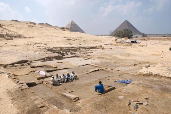 La residenza prima del termine degli scavi (AERA)