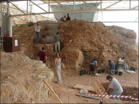 (Qesem Cave Project)