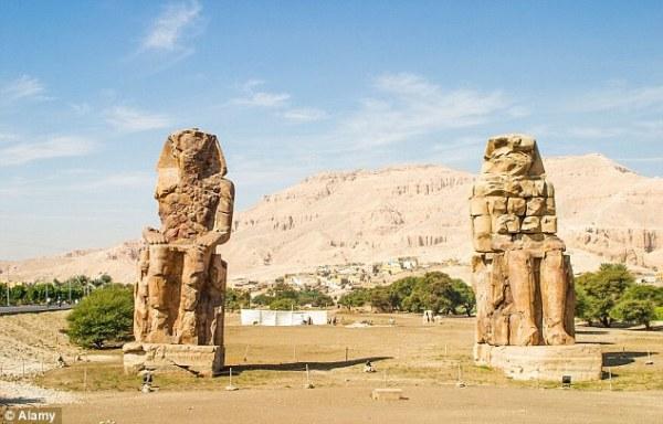 I Colossi di Memnone (Alamy)