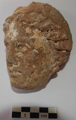 Testa in terracotta di divinita femminile appartenente a lastra metopale. IV-III secolo a.C. (Suor Orsola Benincasa)