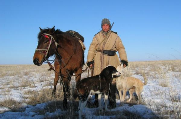 Un moderno pastore kazako (Airunp, Wikimedia Commons)