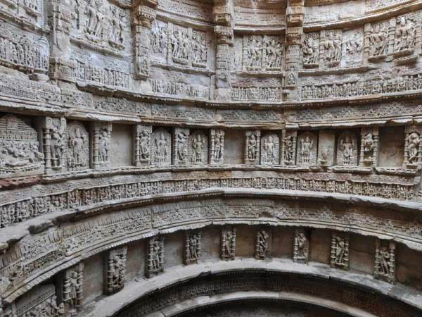 (Archaeological Survey of India, View of ornamentation of the well-shaft)