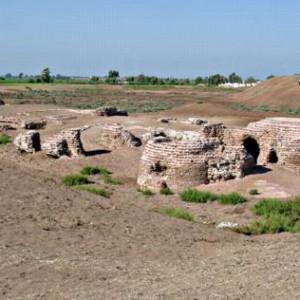 Gli scavi della città di Kom al-Ahmer scoperta nel 1940 (La Repubblica)