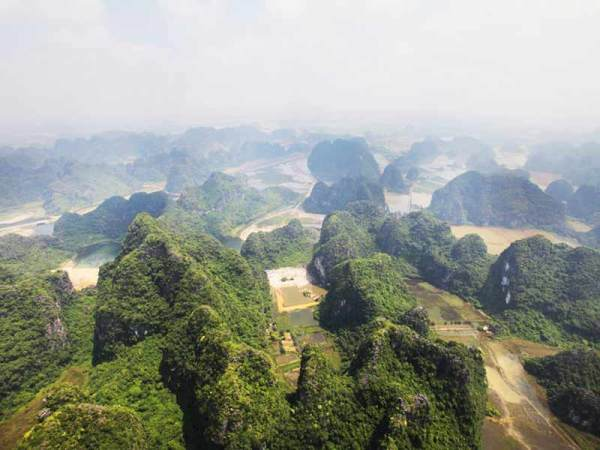 (Trang An, This photograph illustrates fencong cones on ridges in the foreground and shows how they become isolated to become individual towers)