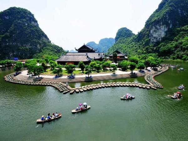 (Cong Dat/Trang An, Tourist boat wharf of Trang An Scenic landscape)