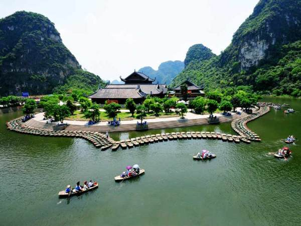 (Cong Dat/Trang An, Tourist boat wharf of Trang An Scenic landscape)