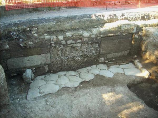 Una porzione della via Campana (ANSA/Soprintendenza archeologica di Roma)