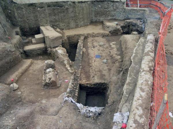 Sepolcri rinvenuti nel cantiere di scavo di via Portuense  (ANSA/Soprintendenza archeologica di Roma)