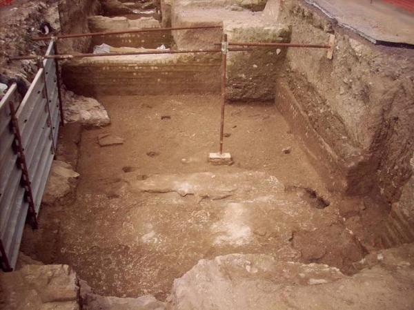 Una risistemazione tardo-antica con ambienti, probabilmente un'area di culto