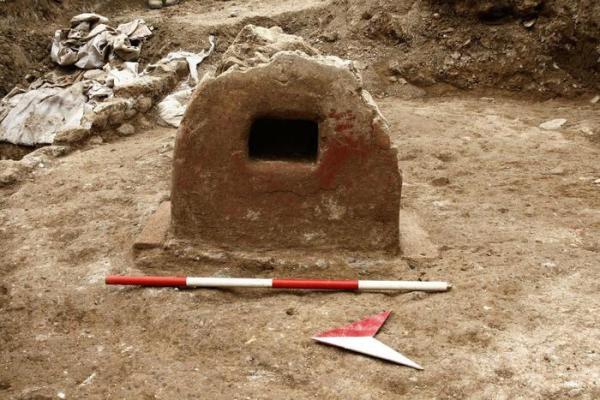 Un monumento funebre a cupa di epoca tardo-imperiale (ANSA/Soprintendenza archeologica di Roma)