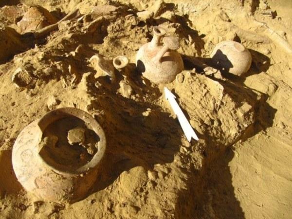 Ossa e ceramica dai corredi funerari (Università degli Studi di Udine)
