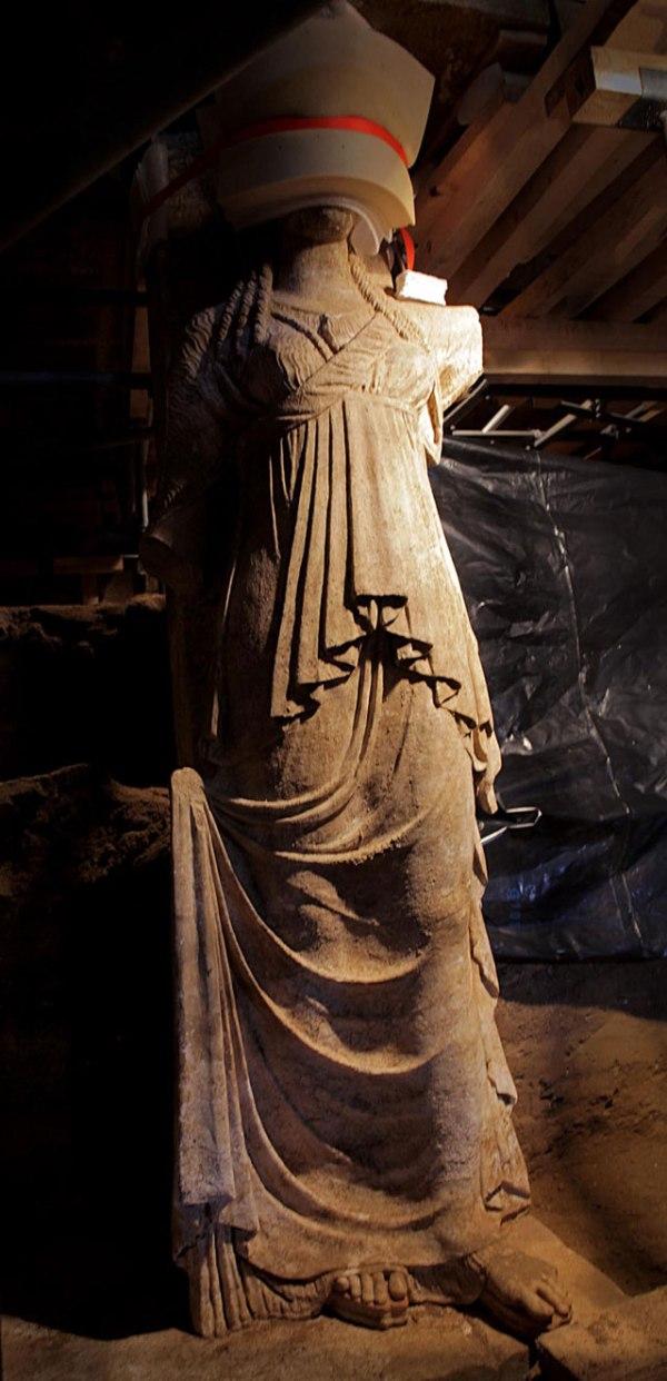 Le cariatidi sono state scavate completamente (Ministero della Cultura della Grecia)