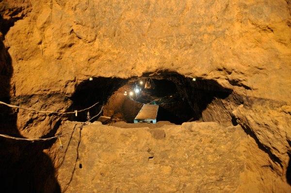 Ingresso nell'ultimo tratto del tunnel (INAH)