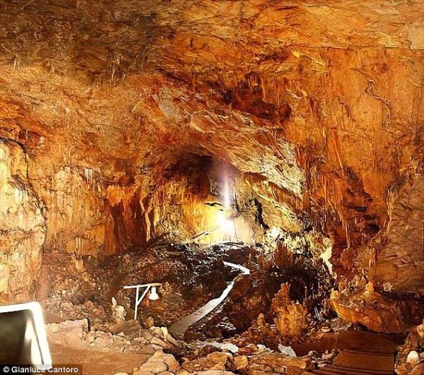 La grotta di Alepotrypa (Gianluca Cantoro)