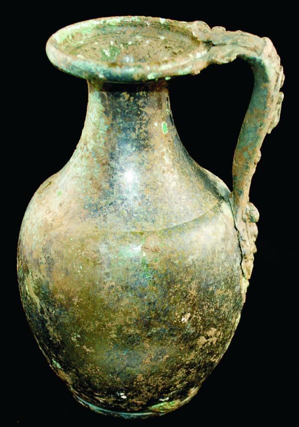 Una brocca di bronzo (Tony Fitzpatrick-Matthews)