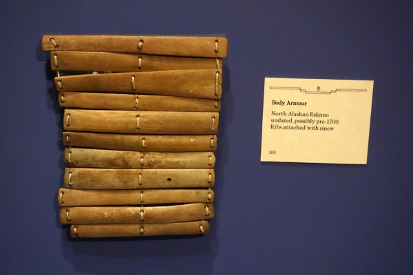 Armatura moderna trovata in Alaska e ospitata al Glenbow Museum in Calgary, Canada (Wikimedia)