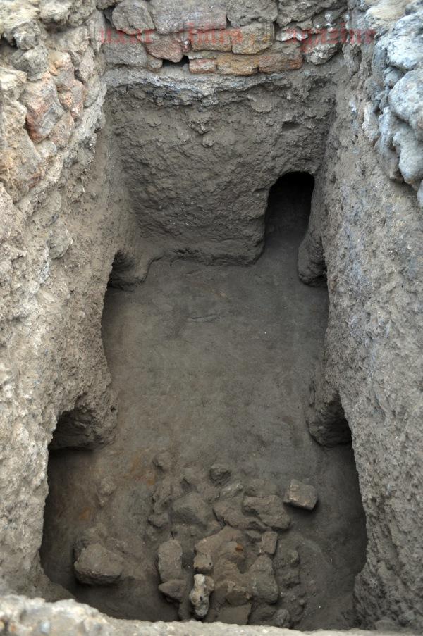 In alto a destra, un tunnel idraulico (S.E. Sidebotham)