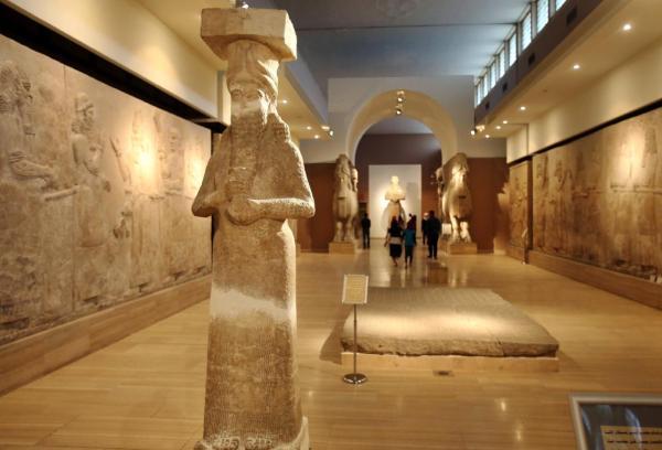 Il Museo Nazionale Iracheno ha riaperto a Baghdad il 15 marzo 2015. Qualche settimana prima, l'ISIS aveva rilasciato un video che mostrava dei manufatti distrutti nel Museo di Mosul (Karim Kadin, AP)