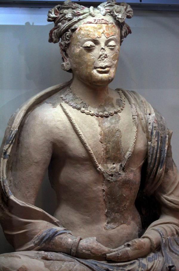 Un'antica statua di Buddha in esposizione al Museo Nazionale dell'Afghanistan. All'ingresso vi è una frase incisa : Una nazione vive quando la sua cultura vive (S. Sabawoon, EPA, Corbis)