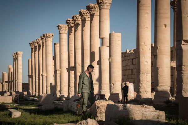 Un soldato siriano a Palmira, due mesi prima della conquista dell'ISIS (Sergey Ponomarev, The New York Times, Redux)