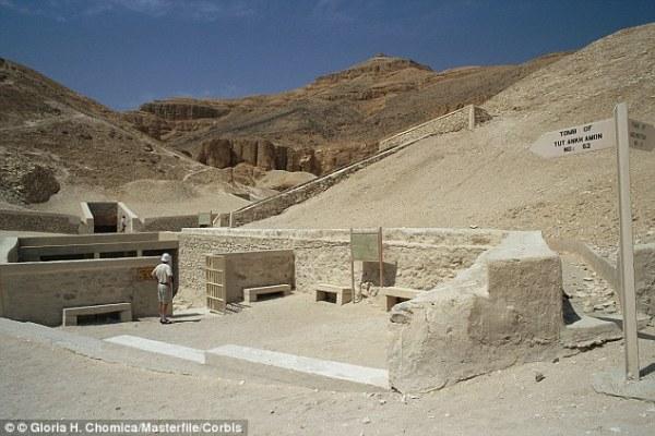 L'ingresso della tomba (Corbis)