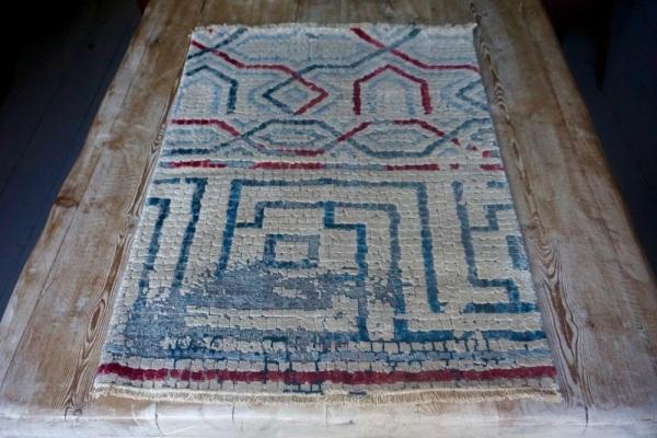 Uno dei tappetini disegnati da Luke Irwin e basati sul mosaico (Jon Wilks)