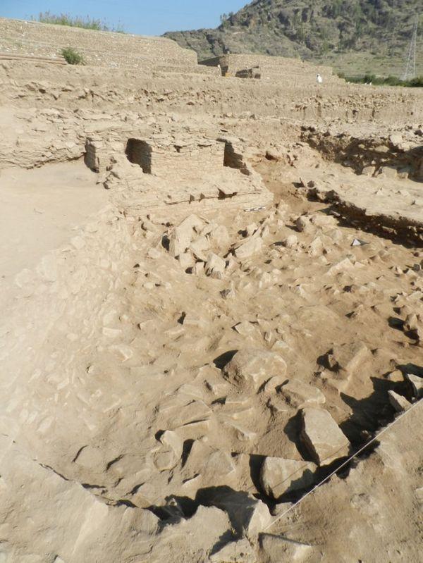 I resti del santuario e del cortile (Aurangzeib Khan, Courtesy ACT/Italian Archaeological Mission)
