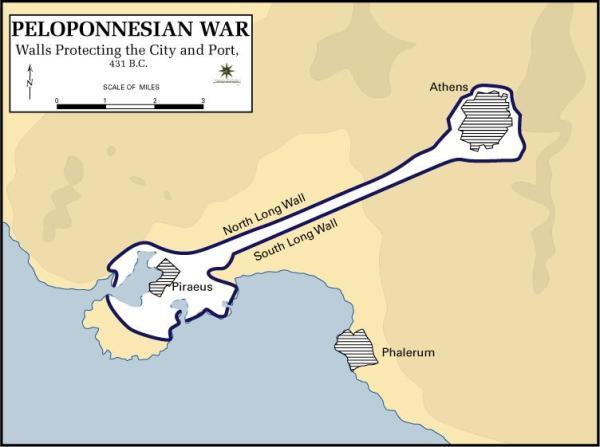 Atene e i suoi due porti nei demi di Falero e Pireo, questo collegato tramite le Lunghe Mura (Wikimedia)