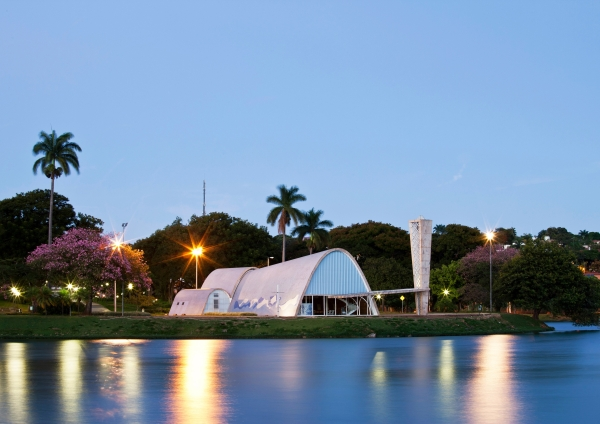 Pampulha Modern Ensemble: View of the São Francisco de Assis Church from the lagoon (Marcilio Gazzinelli)