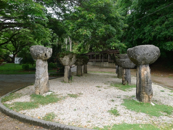 Nan Madol: Ceremonial Center of the Eastern Micronesia: Latte stones in Guam (Tomo Ishimura)