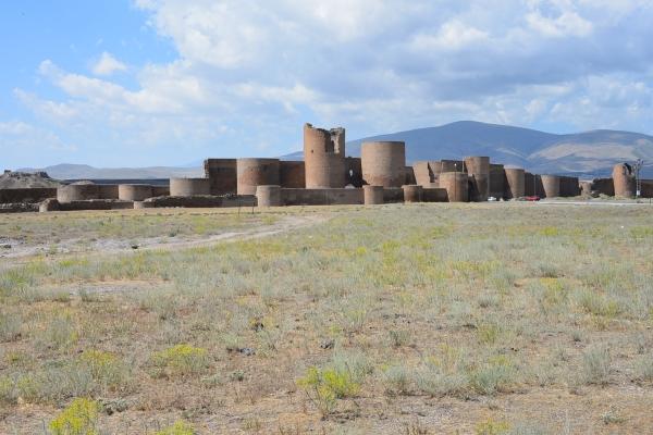 Smbat City Walls (Fahriye Bayram)