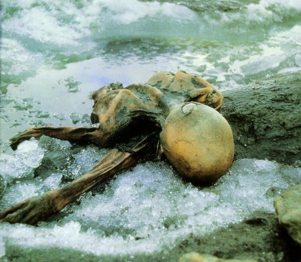 La mummia nel luogo di ritrovamento (Paul Hanny)