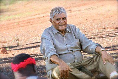 Aubrey Linch, un anziano aborigeno, accetta di partecipare al progetto (Preben Hjort, Mayday Film)