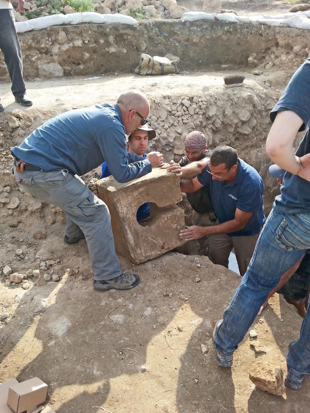 Scoperta una porta-santuario della città biblica di Tel Lachish