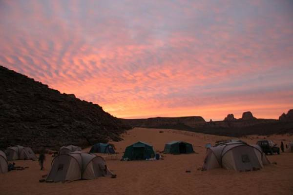 Il campo allestito durante la campagna di scavi nel Sahara Libico (Missione Archeologica nel Sahara. Sapienza Università di Roma)